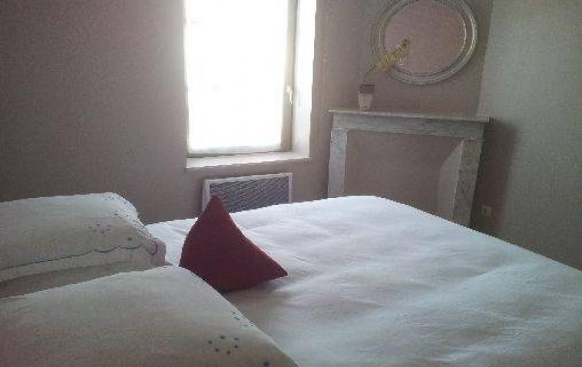 Location de vacances - Gîte à Châtel-Guyon - Un lit confortable en 160 : c'est essentiel