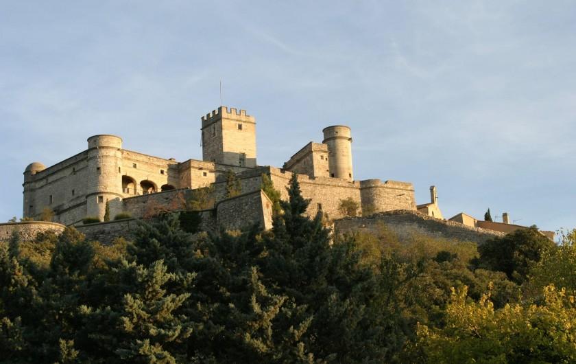 Location de vacances - Villa à Le Barroux - Le château en arrivant