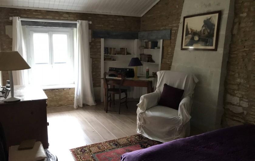 Location de vacances - Maison - Villa à Verrue - chambre 1 avec vue vers la fenêtre