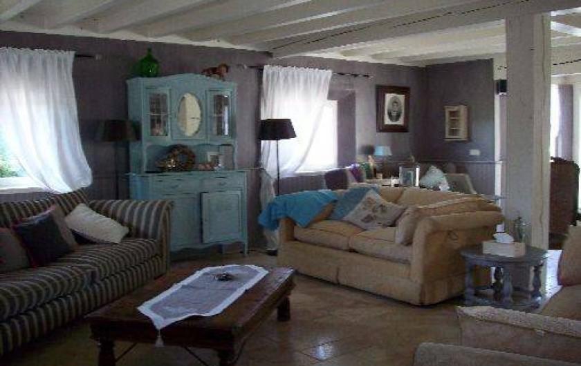 Location de vacances - Villa à Salviac - Le séjour décorer en style campagne chic