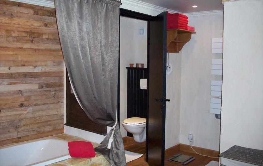 Location de vacances - Villa à Salviac - Douche à l'Italienne ,baignoir,lavabo et wc séparer