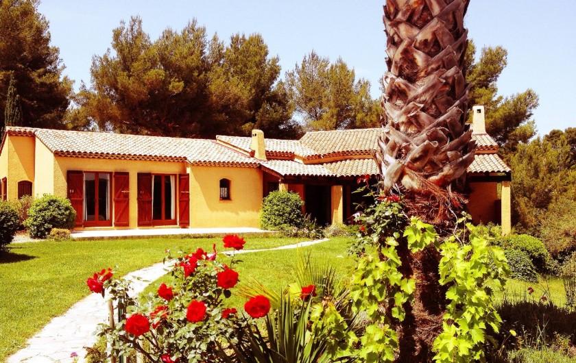 Location de vacances - Villa à Le Castellet - Pelouse et Jardin