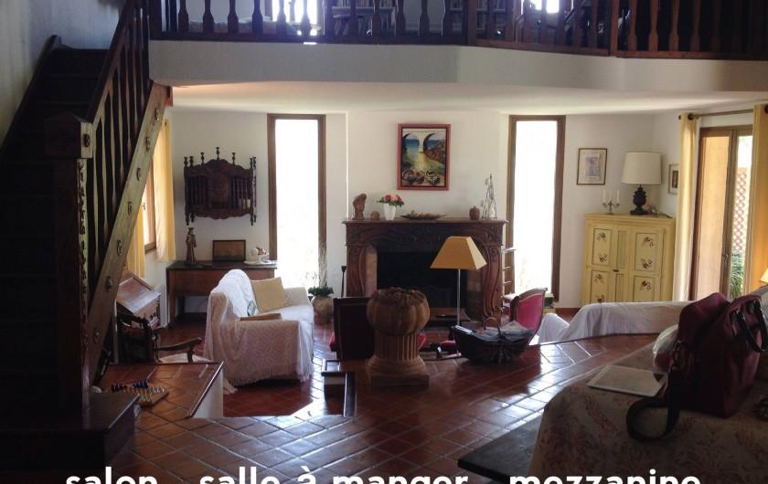 Location de vacances - Villa à Le Castellet - Salon, salle à manger et mezzanine.