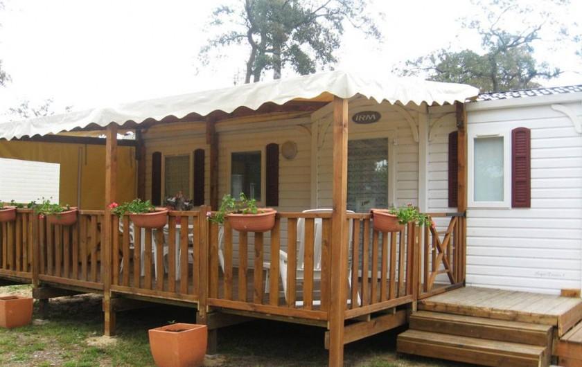 Location de vacances - Bungalow - Mobilhome à Capbreton - Terrasse et vue extérieure du mobile home