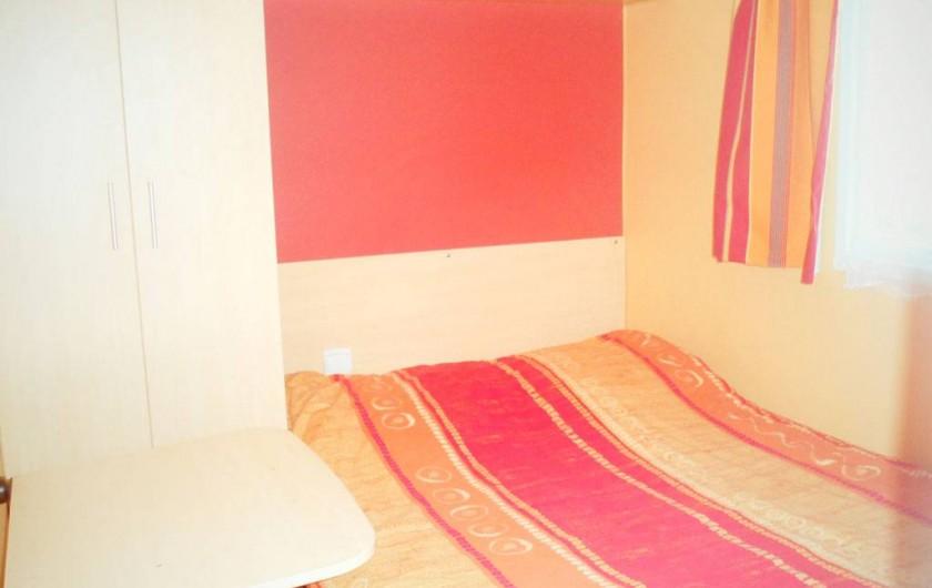 Location de vacances - Bungalow - Mobilhome à Capbreton - la chambre 2 et la chambre 3 étant identiques