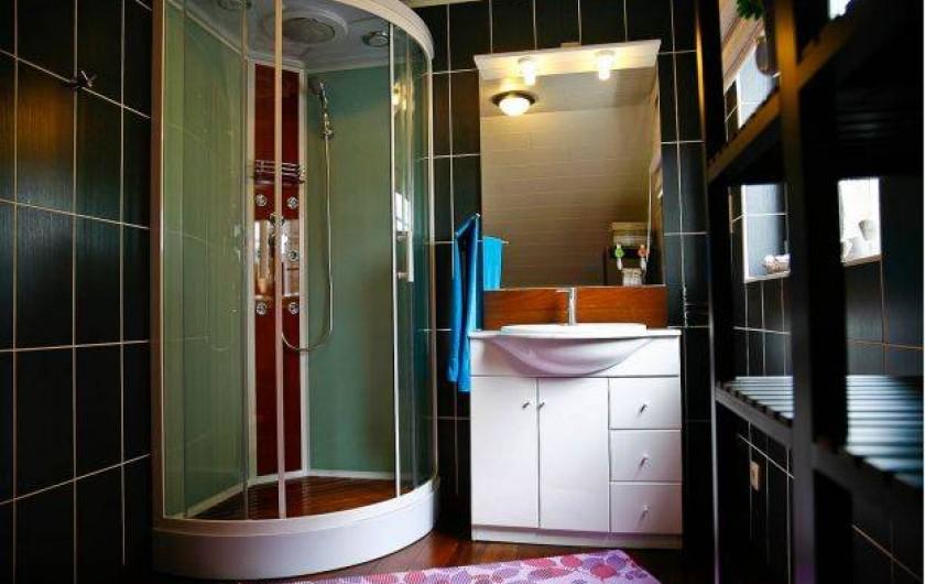 Location de vacances - Maison - Villa à Libramont - salle de bain avec douche