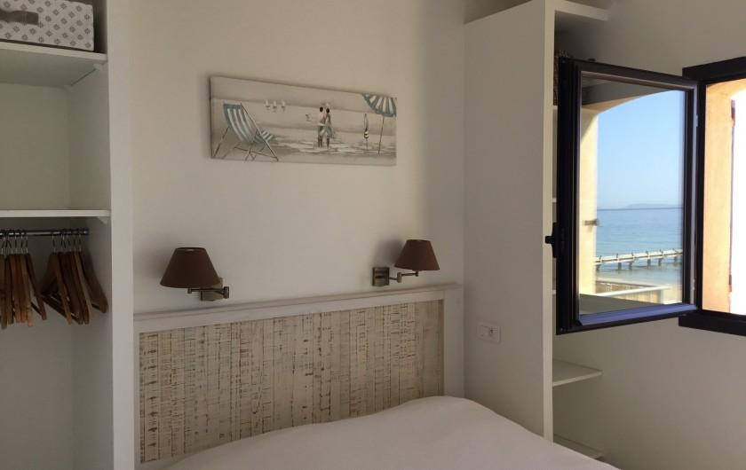 Location de vacances - Appartement à La Croix-Valmer - une chambre parental avec un grand lit en 160x200 pour le T3, ainsi ...