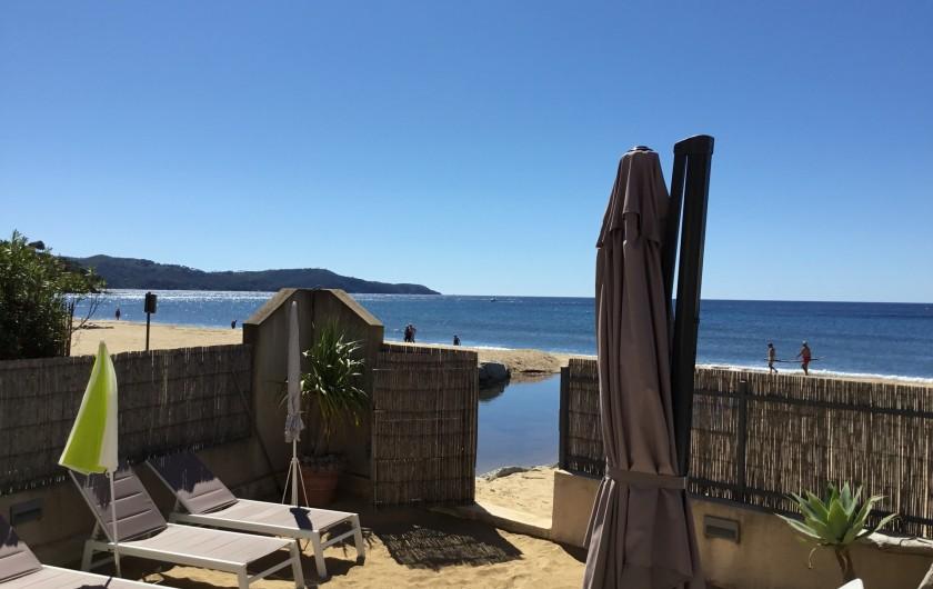 Location de vacances - Appartement à La Croix-Valmer - avec des chaises longues pour profiter du soleil,