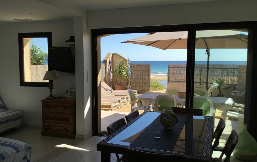 Location de vacances - Appartement à La Croix-Valmer - climatisation, baies vitrées insonorisées, volets roulants électriques.