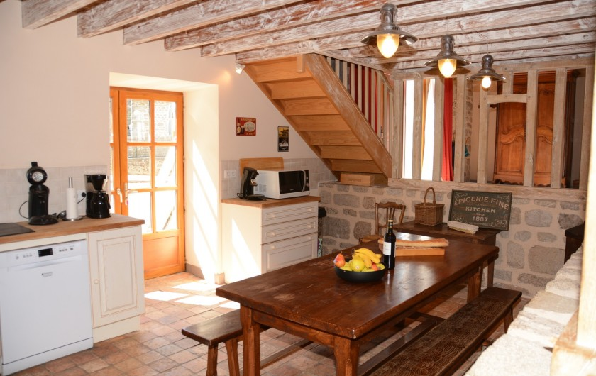 Location de vacances - Gîte à Ambazac - la cuisine est placée dans l'ancienne étable des vaches