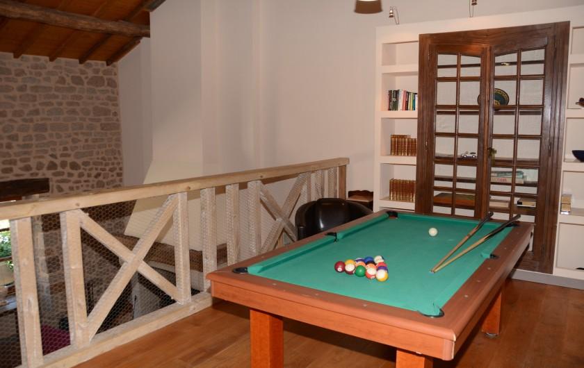 Location de vacances - Gîte à Ambazac - le billard est sur la mezzanine de la grange