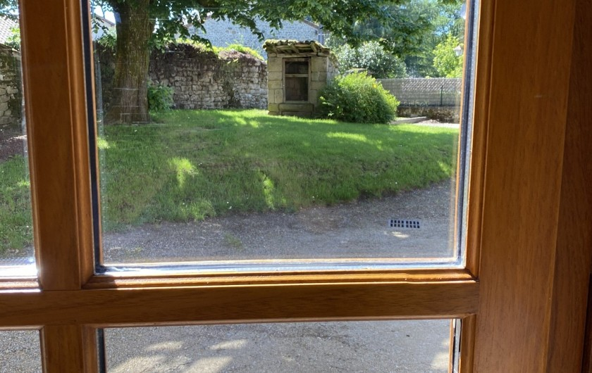 Location de vacances - Gîte à Ambazac - le puits est dans la cour d'entrée