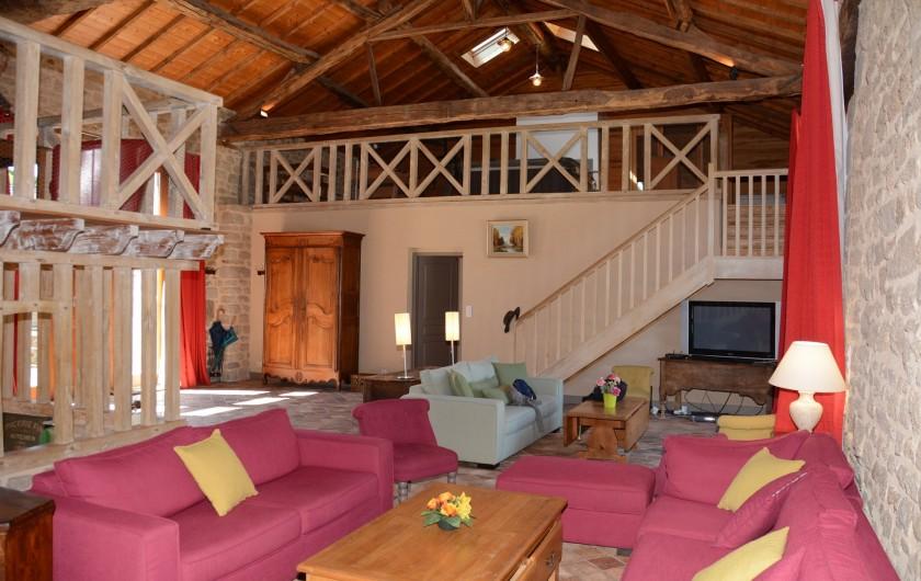 Location de vacances - Gîte à Ambazac - la grange est entièrement aménagée sur un volume salon et zones de loisirs