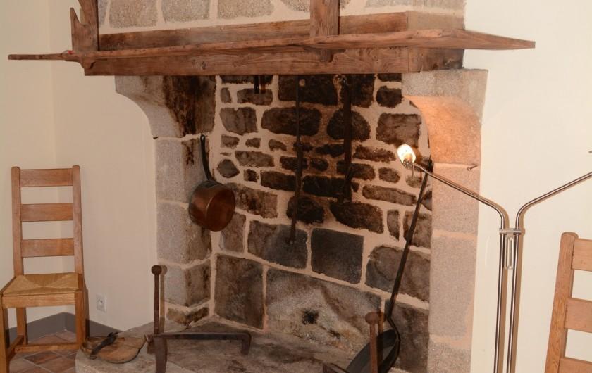 Location de vacances - Gîte à Ambazac - l'ancienne cuisine et pièce à vivre de la ferme