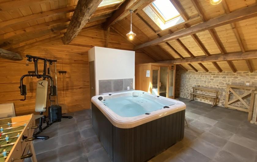 Location de vacances - Gîte à Ambazac - sur ma mezzanine de la grange: l'espace détente (SPA, sauna, gym, baby-foot)