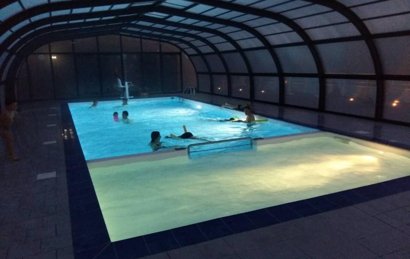 Location de vacances - Chalet à Menet - piscine couverte et chauffée ouverte du 7 avril au 31 octobre.