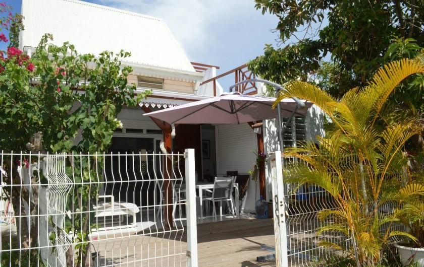 Location de vacances - Maison - Villa à Sainte-Anne - Une Belle terrasse en Deck.  (Océane)