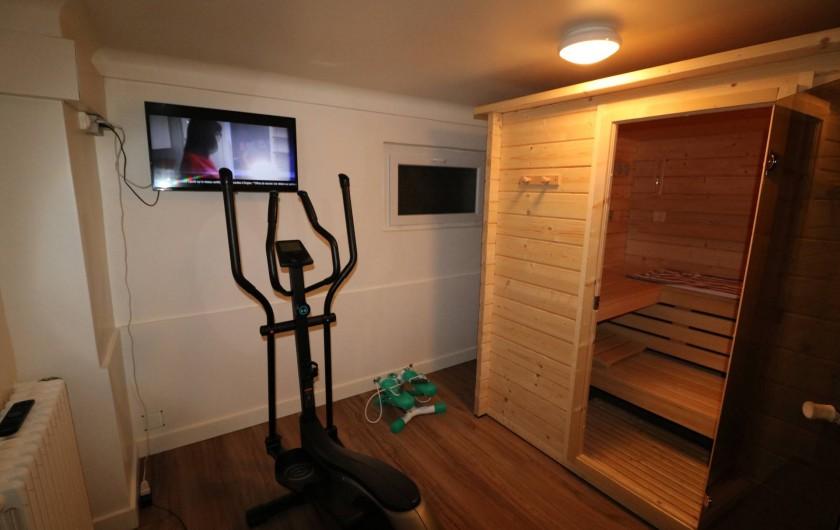 Location de vacances - Studio à Aix-les-Bains - La salle de sport/détente avec vélo elliptique, stepper et sauna massif