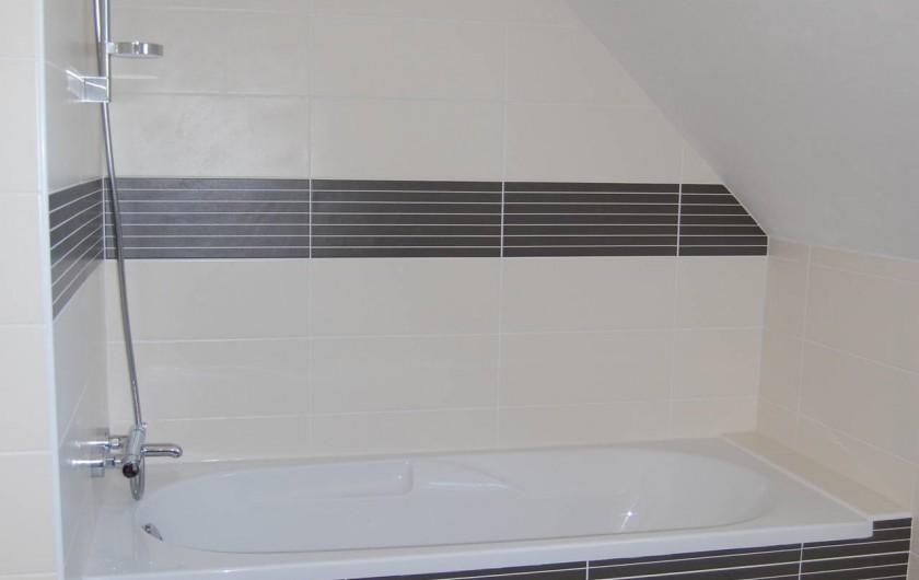 Location de vacances - Villa à Plouguerneau - La baignoire de la SDB de l'étage
