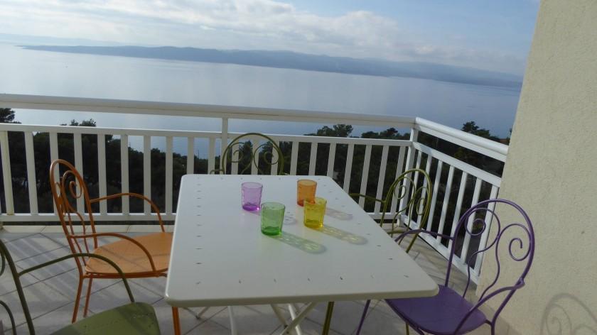 Le balcon, situé plein sud, vue mer et sur l'île de Brač.