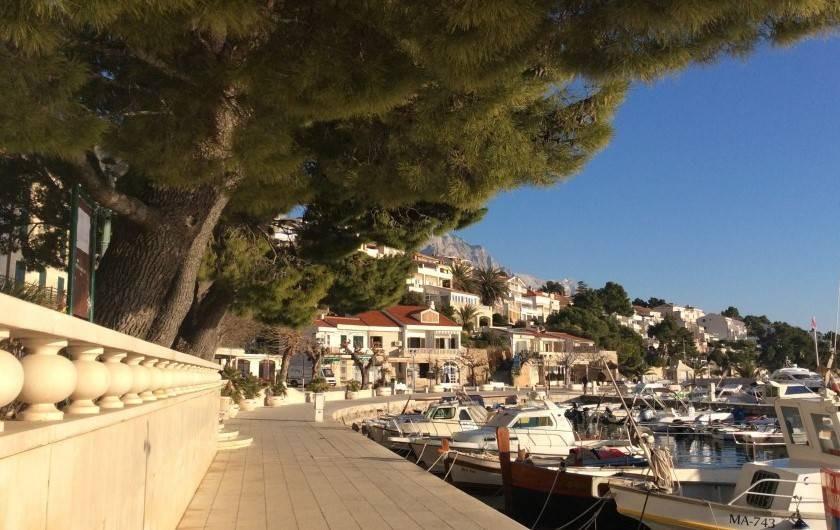 Location de vacances - Appartement à Brela - Le port de Bréla.