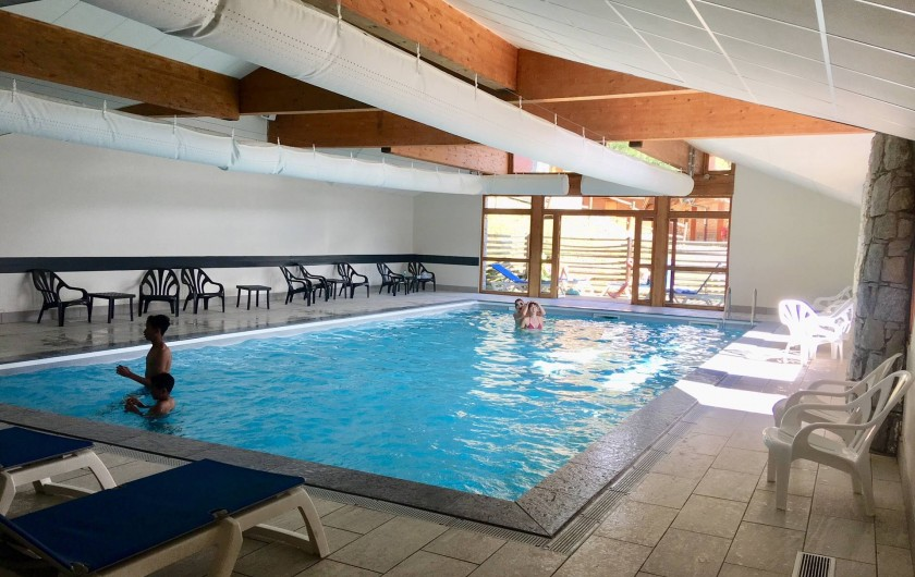 Location de vacances - Appartement à Valmeinier 1800 - Piscine chauffée accessible gratuitement