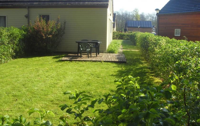 Location de vacances - Bungalow - Mobilhome à Froidchapelle - jardin spacieux