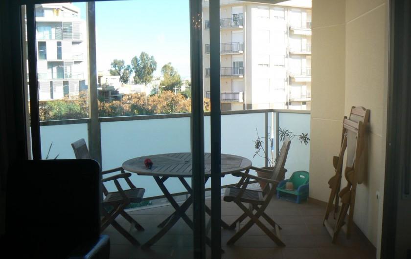 Location de vacances - Appartement à Sant Carles de la Ràpita - La terrasse est très lumineuse, acces depuis le salon via une baie vitree
