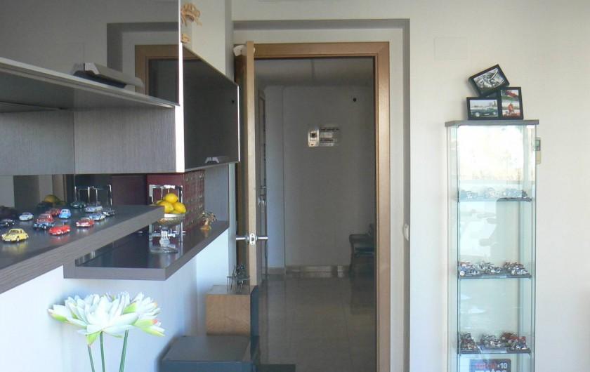 Location de vacances - Appartement à Sant Carles de la Ràpita - autre detail du salon, celui ci est spatieux