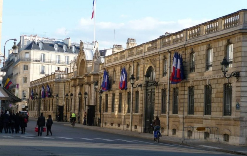 Location de vacances - Appartement à Champs-Élysées - Le Palais de l'Elysées à 2 minutes à pied juste derrière l'appartement