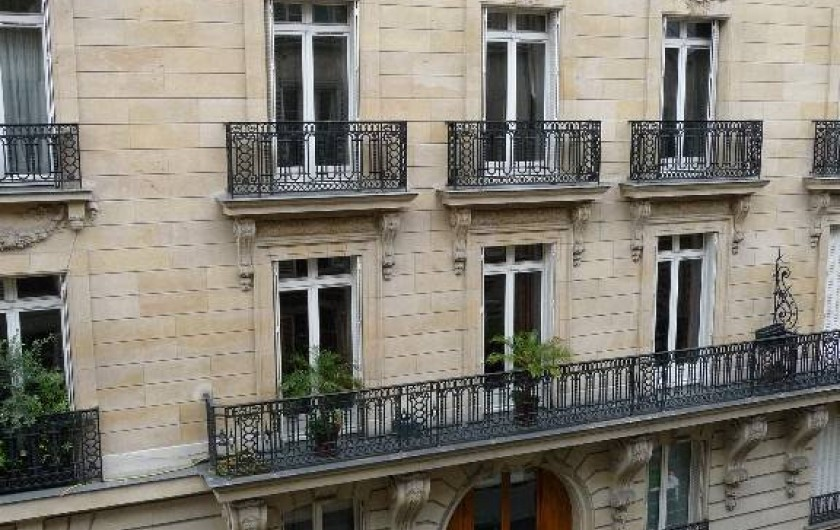 Location de vacances - Appartement à Champs-Élysées - Vue dur l'immeuble