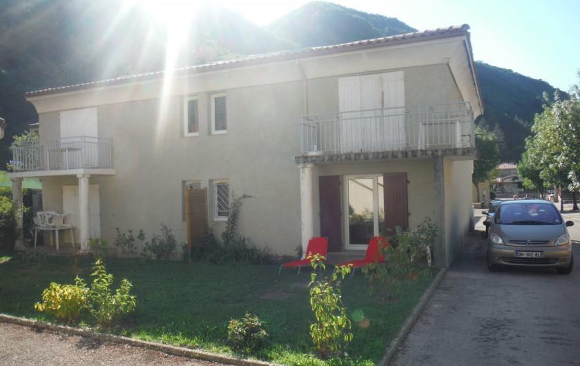 Location de vacances - Appartement à Digne-les-Bains - Jardin (planté depuis la photo avec arbustes et rosiers)