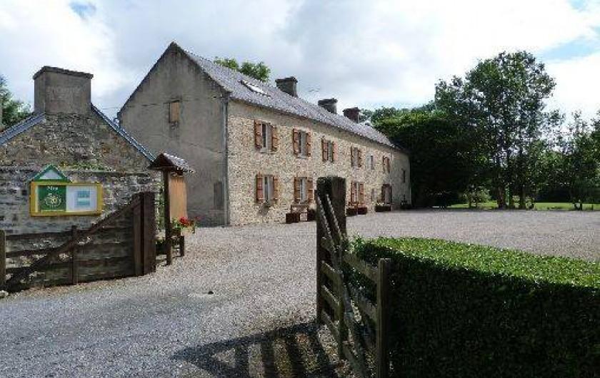 Location de vacances - Gîte à Crouay - Façade gîtes ruraux avec un parc d'un hectare autour