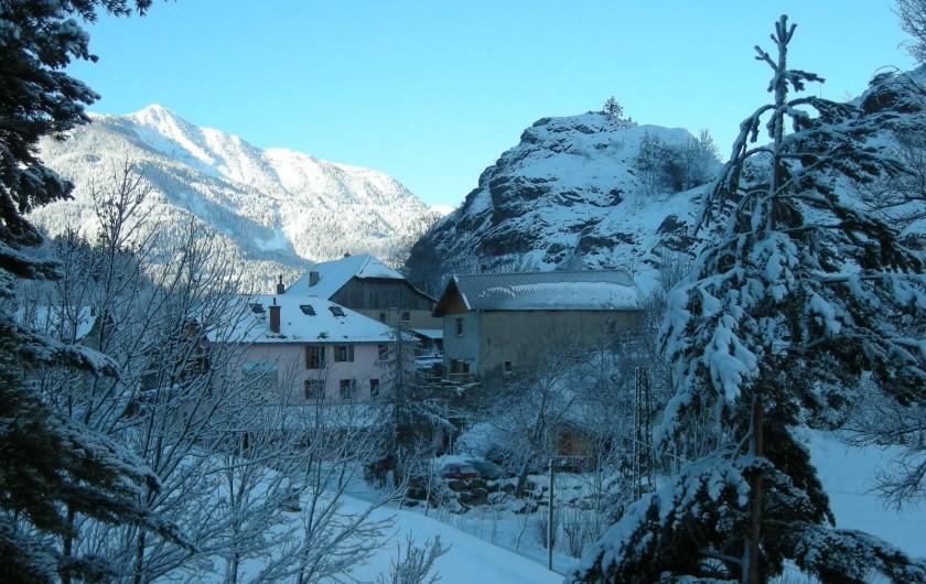 Location de vacances - Gîte à Méolans-Revel - Le gîte en hiver
