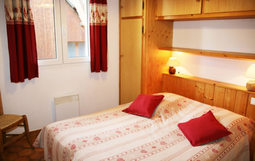 Location de vacances - Villa à Saint-Chaffrey - Chambre avec 2 lits 80x200 adaptable en lit double