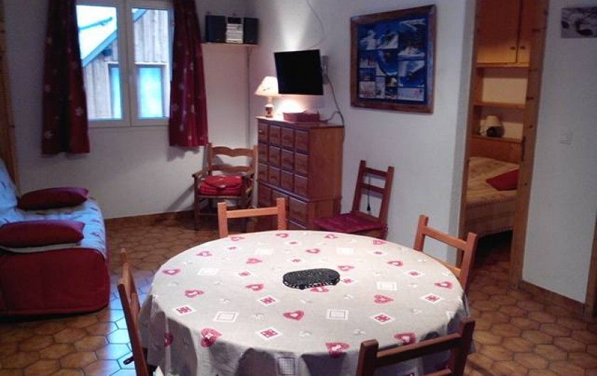 Location de vacances - Villa à Saint-Chaffrey - salon avec apercu de la chambre
