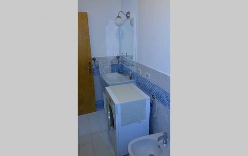 Location de vacances - Appartement à Agropoli - Le bain avec lave-linge ....