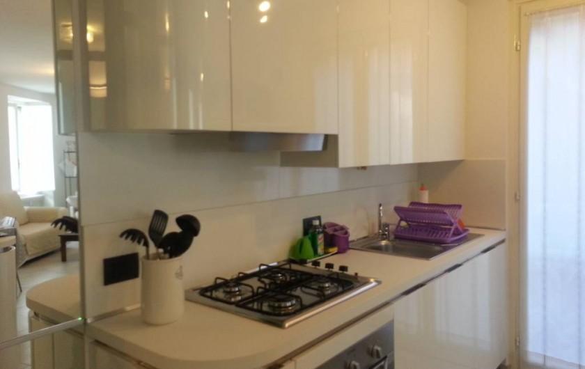 """Location de vacances - Appartement à Bergame - cuisine """"Veneta cucine"""" - 4 feux, four électrique, lave vaisselle, microonde"""