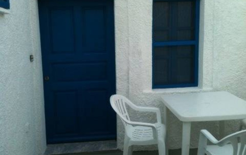 Location de vacances - Appartement à Mesaria - Cour privé pour le petit déjeuner!