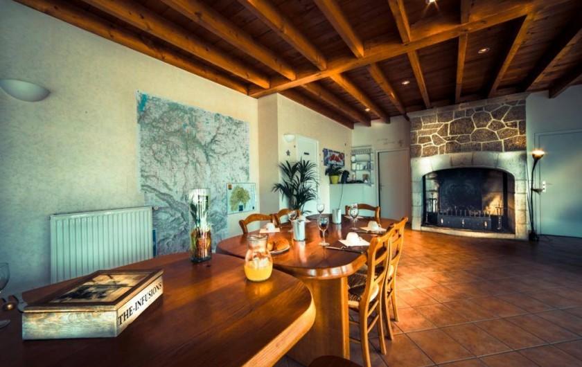 Location de vacances - Gîte à Valette - L'espace accueil avec un bon petit déj' de servis.