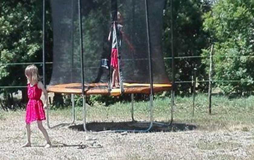 Location de vacances - Gîte à Valette - Sur le site retrouver de nombreux jeu, trampoline, badbinton etc...