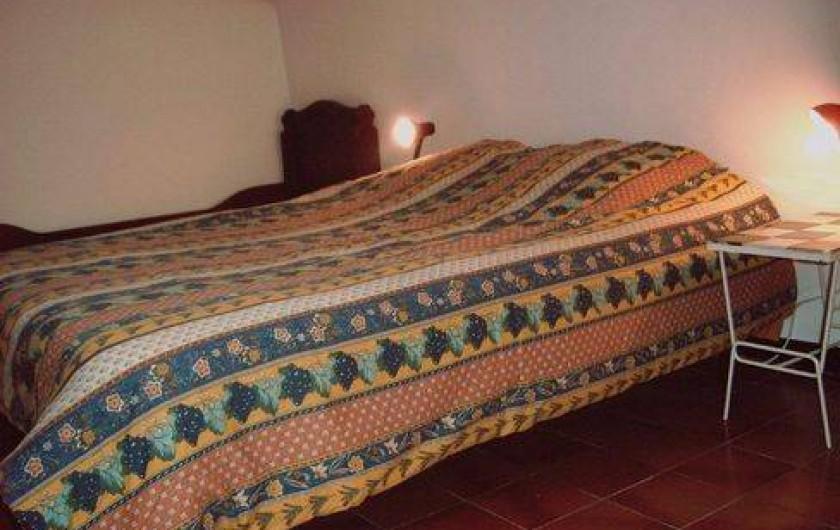 Location de vacances - Appartement à Montferrat - lit double dans la chambre mezzanine