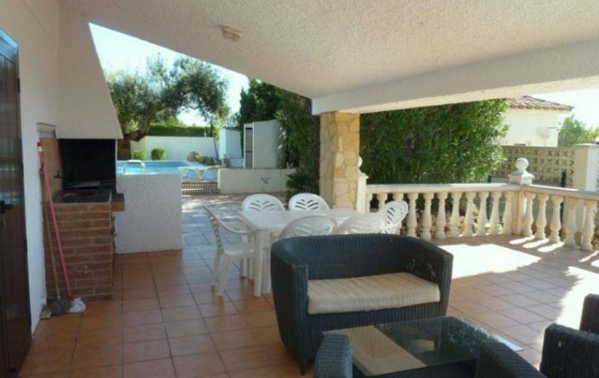 Location de vacances - Villa à L'Ametlla de Mar - terrasse et barbecue avec accés jardin et piscine