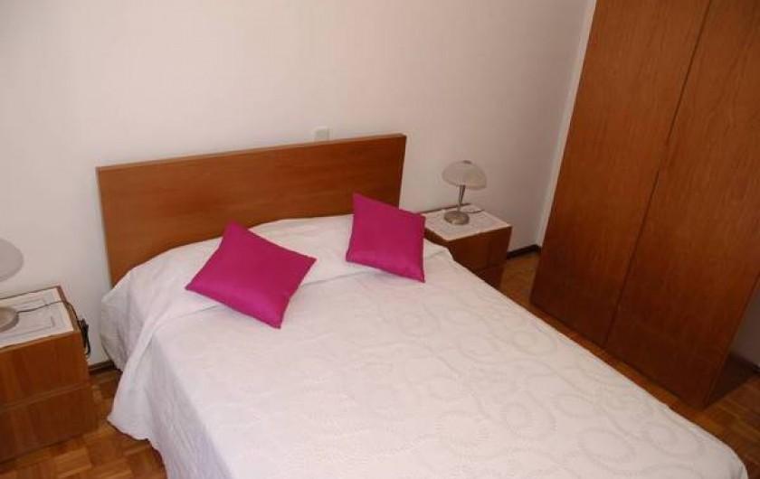 Location de vacances - Appartement à Faro - chambre N° 2 donnant cote rue et sud