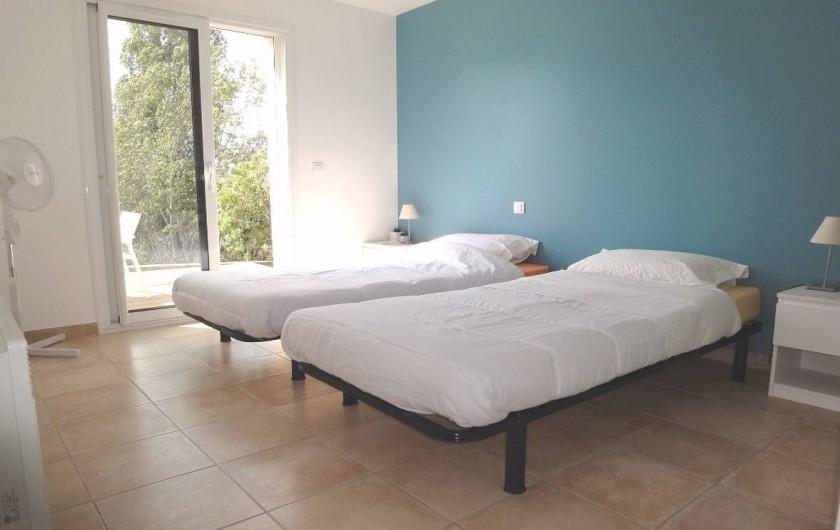 Location de vacances - Villa à Porticcio - CHAMBRE 2 AVEC PLACARD TABLE DE NUIT