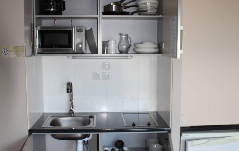 Location de vacances - Studio à Picherande - Equipement et ustensiles coin cuisine