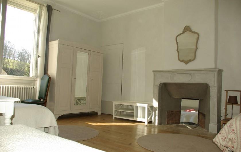 Location de vacances - Chalet à Scey-Maisières - cheminee non fonctionnelle dans la chambre grise
