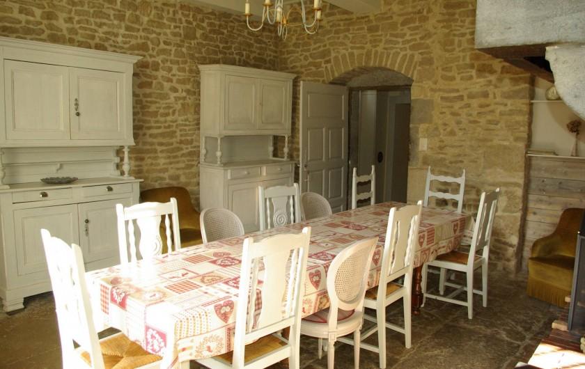 Location de vacances - Chalet à Scey-Maisières - salle a manger a cote de la cuisine