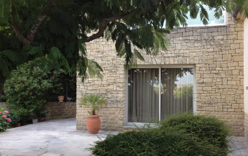 Location de vacances - Villa à Sarrians - terrasse gîte