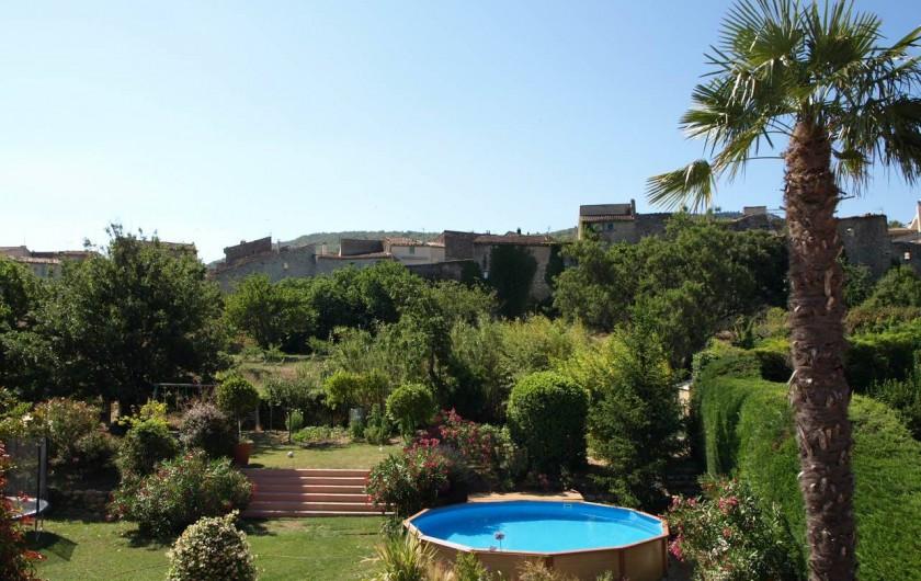 Location de vacances - Villa à Alleins - le jardin et la piscine paysagée